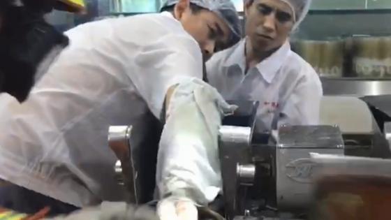 IN視頻|手卡機器動彈不得 消防員精準切割機器救了他