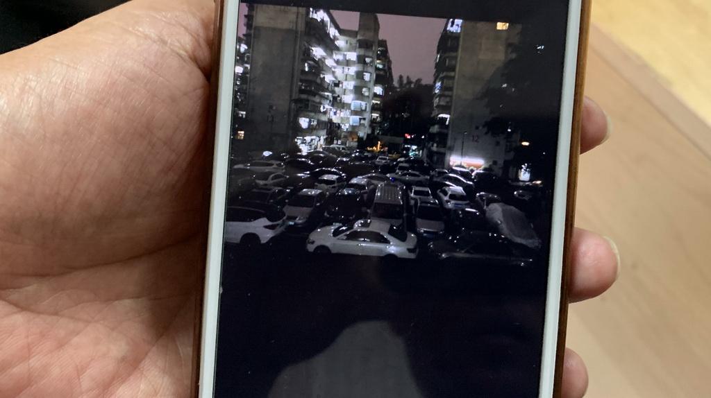 罗湖松泉公寓起火消防通道被堵  消防车一路剐蹭乱停放车辆前行