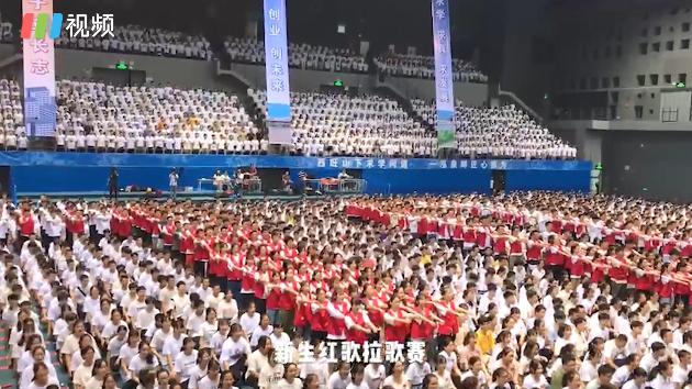 IN视频|7000人一起歌唱祖国 深圳信息学院在一片红歌声中开学
