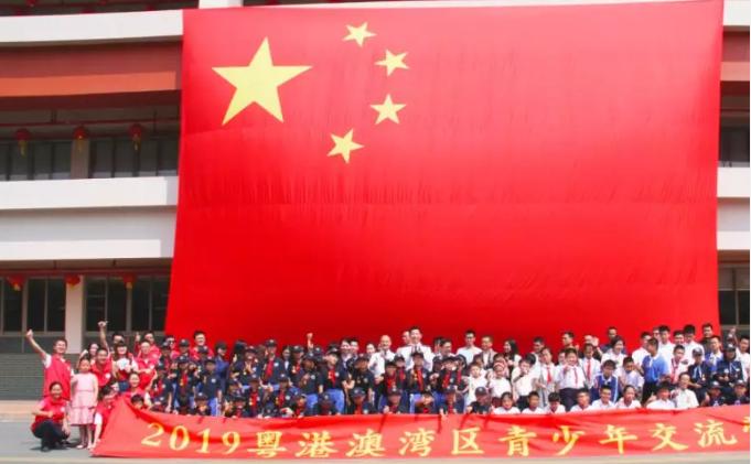 """""""刘Sir""""与粤港澳青少年分享爱国情"""