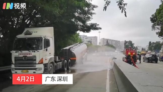 IN视频|梅观高速一油罐车侧翻!