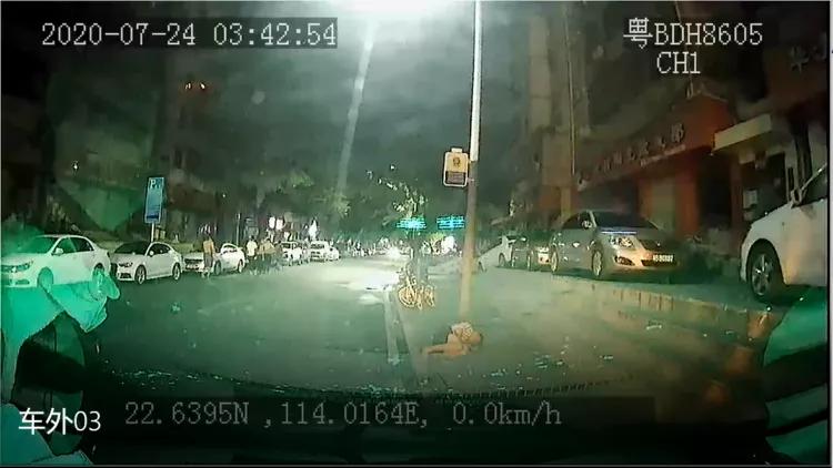 视频:凌晨路遇醉汉躺地、女子孤身上高速?好的哥暖心守护!