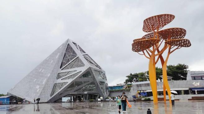 IN视频|今日深圳8月1日:欢乐海岸,爱丽丝重游奇境