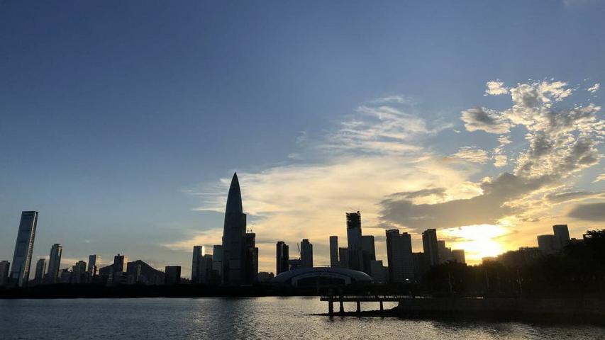 今日深圳8月14日:暮云合璧下的南山区北湾鹭港