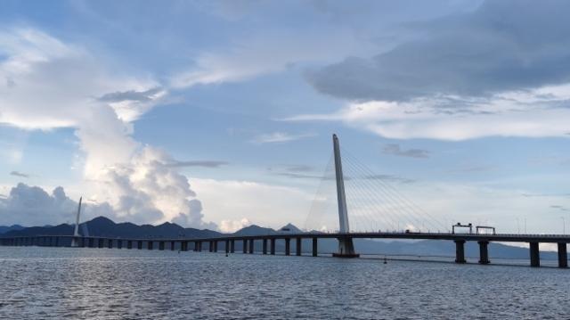 深圳湾大桥,海上朝云记