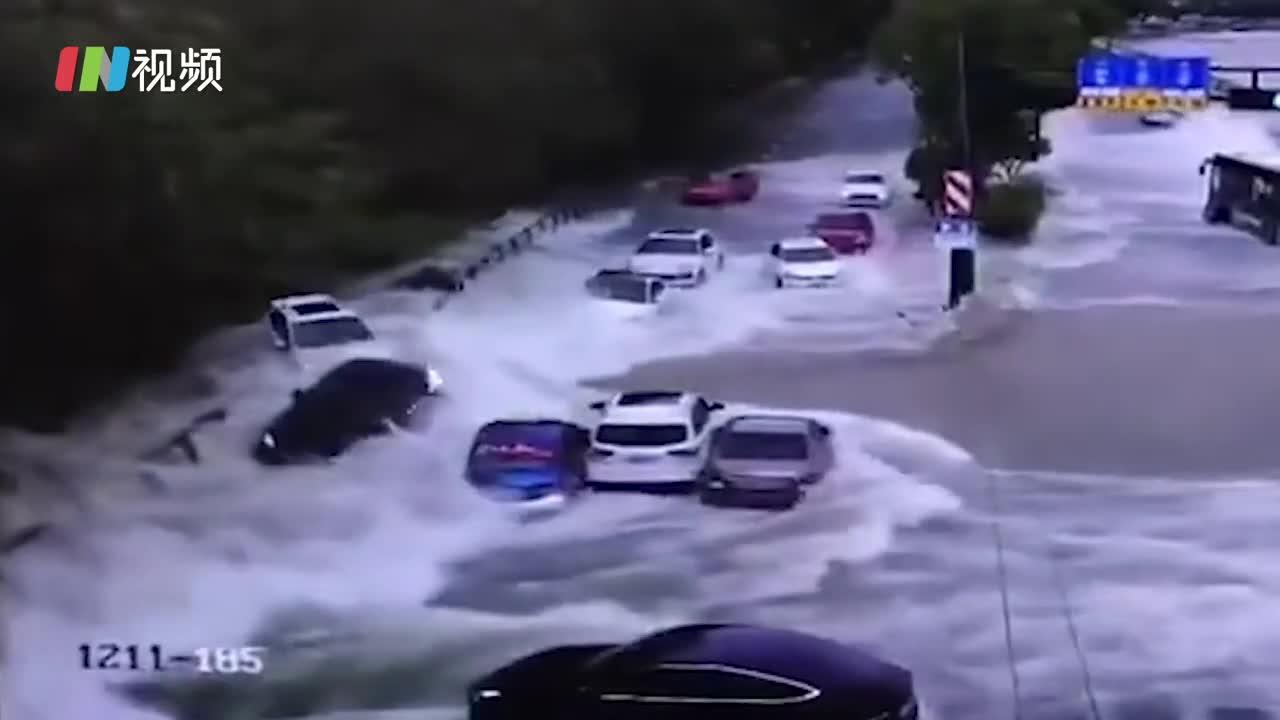进入特大超汛期 钱塘江潮水冲跑多辆轿车