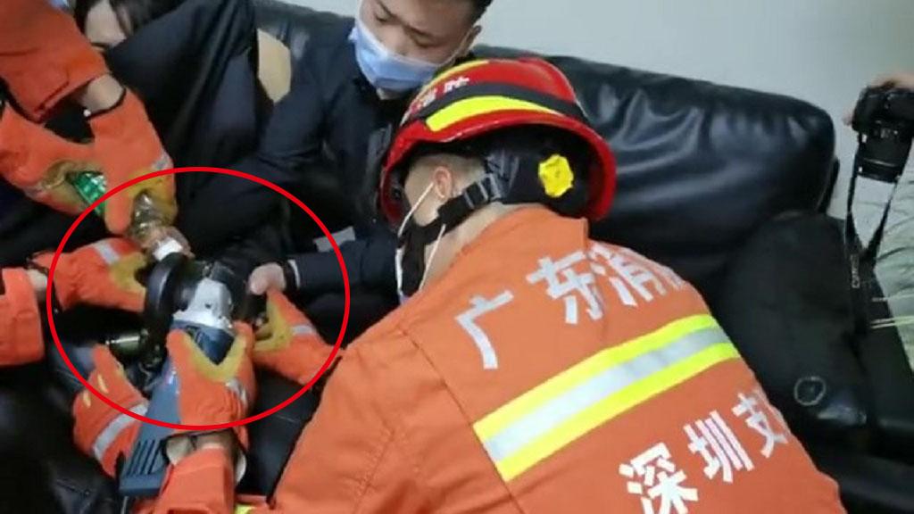 IN视频|商场女子手指卡在榨汁机中 消防员利用角磨机成功施救