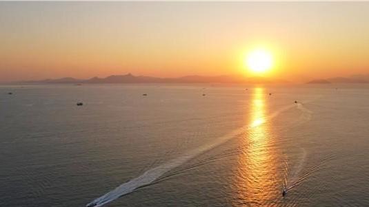 守望2021年大鹏新区南澳月亮湾第一次日落