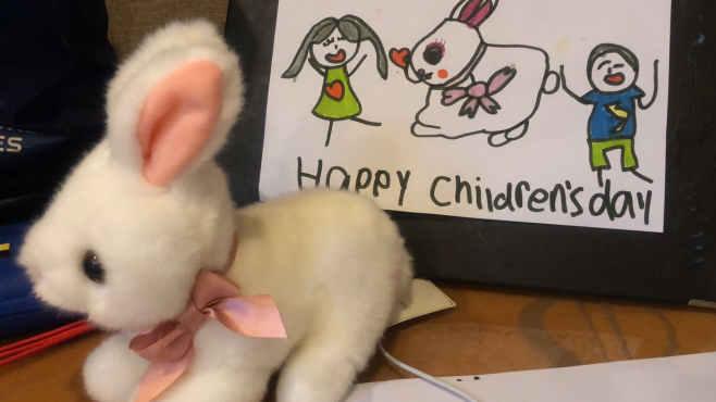 暖心!酒店隔离的深圳萌娃收到儿童节礼物 手绘贺卡致谢工作人员
